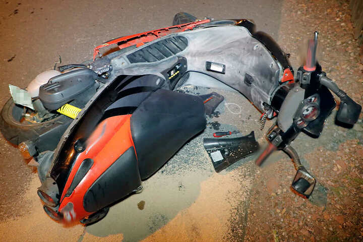 Der Mopedfahrer wurde schwer verletzt.