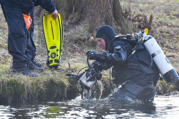 Polizeitaucher fanden eine männliche Leiche am Donnerstagnachmittag.