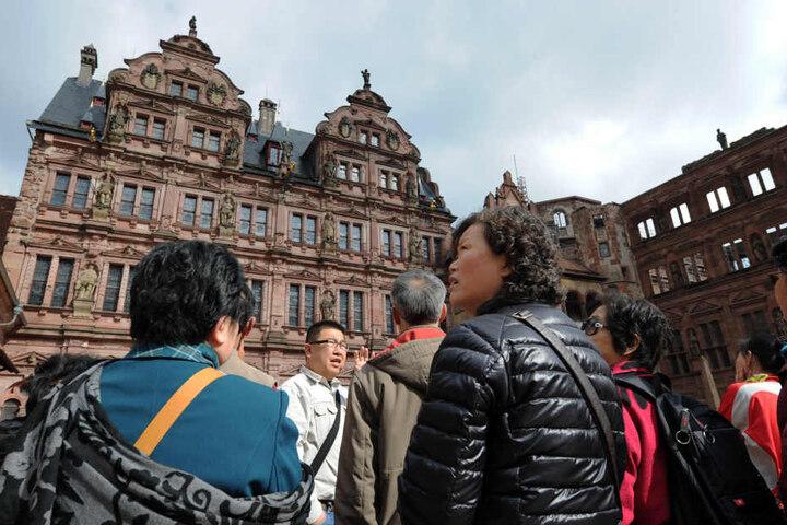 Vor allem bei Touristen aus dem asiatischen Raum ist Heidelberg mit seinem Schloss beliebt.