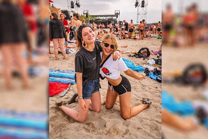 Elisabeth Goetz (rechts) hatte mit ihrer Freundin Spaß am Highfield Beach.