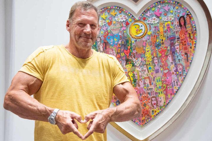 One love: Der Schauspieler steht auf farbenfrohe Kunst.