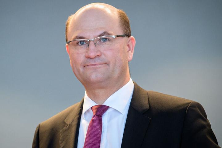 Bayerns Finanz- und Heimatminister Albert Füracker (CSU) kritisiert Versäumnisse in der Münchner Stadt- und Verkehrsentwicklung.