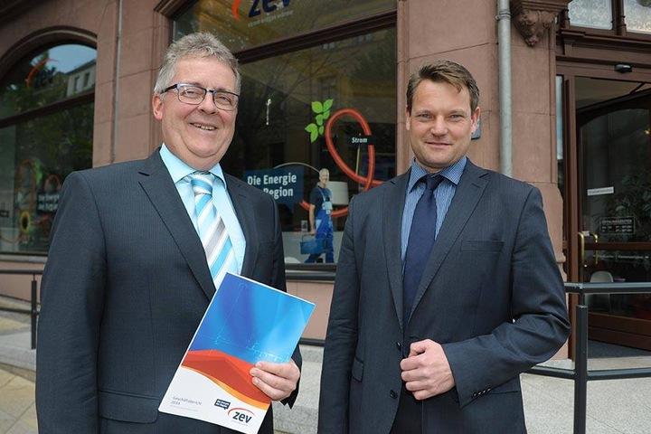 Zufrieden mit der ZEV-Bilanz 2016: Die Geschäftsführer Volker Schneider (58, li.) und André Hentschel (47). Die ZEV machte 10 Millionen Euro Gewinn.