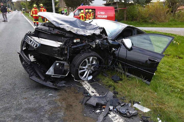 Warum der Audi-Fahrer in den Gegenverkehr geriet, ist bisher unklar.