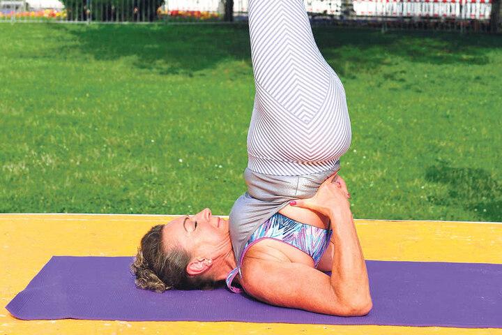 Yoga-Lehrerin Dhanya Rößger (62) hält sich seit 35 Jahren mit Yoga fit.