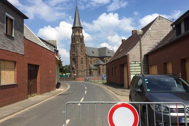 Das Dorf samt Kirche ist jetzt schon fast komplett verlassen.