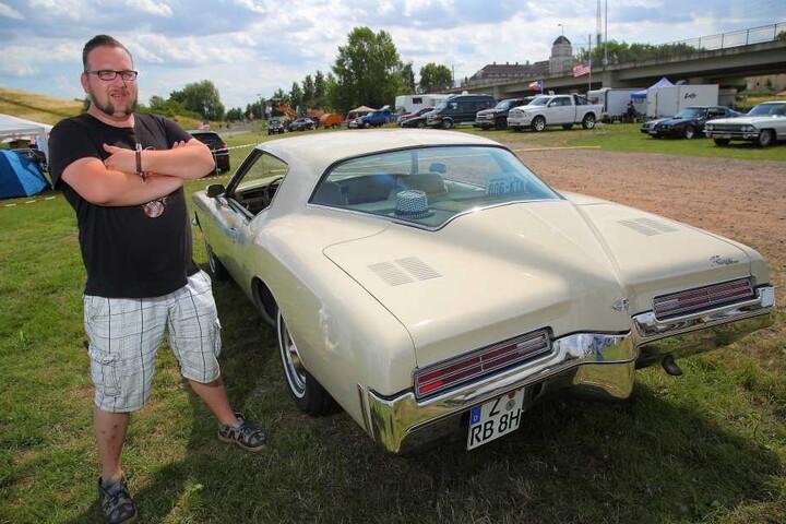 Der 36-Jährige ist stolz auf seine 71er Buick Riviera.