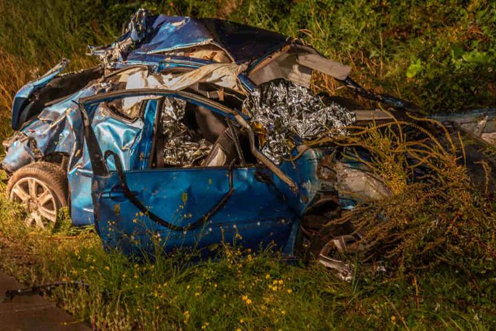 Das Wrack des völlig zerstörten Autos.