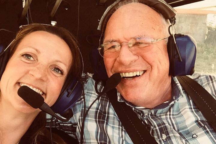 Trotz mulmigen Gefühls fühlt sich Silvana an der Seite von Pilot Eberhard Mittag sicher.