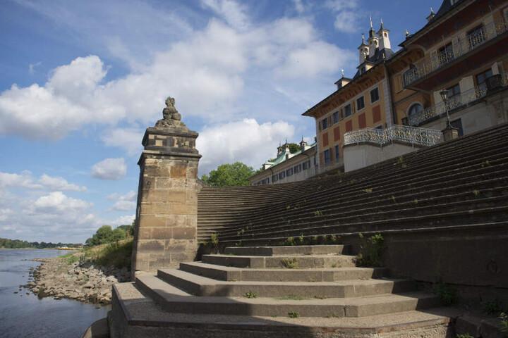 Die Freitreppe des Wasserpalais im Schloss Pillnitz diente früher zum Besteigen der Gondeln auf der Elbe.