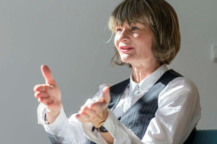 Noch bis 29. März fordert OB Barbara Ludwig die Bürger auf, Marx-Devotionalien für eine Ausstellung einzureichen.