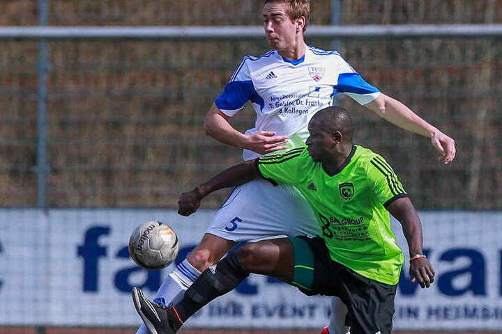 In den letzten Jahren wechselte Momo Diabang immer wieder den Verein. Hier spielte er für den SC Hicret aus Bielefeld.