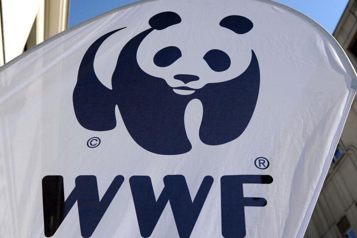Das WWF-Logo ist auf einem Aufsteller zu sehen.