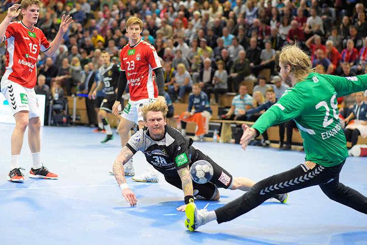 Henning Quade beim Heimspiel gegen den HSV im Angriff. Gelingt Elbflorenz am Sonntag in Hamburg die Revanche für die Niederlage in eigener Halle?