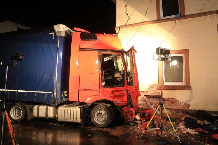 Auch das Haus wurde erheblich beschädigt.