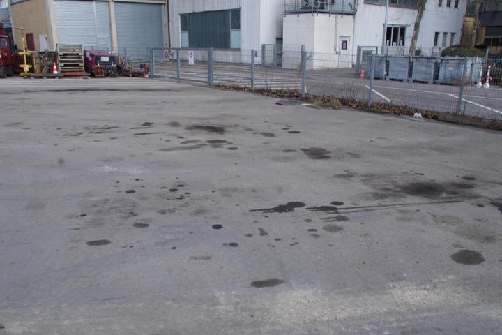 Hier stand der dicke Brummer. Geblieben sind nur ein paar Ölflecken auf dem Boden.