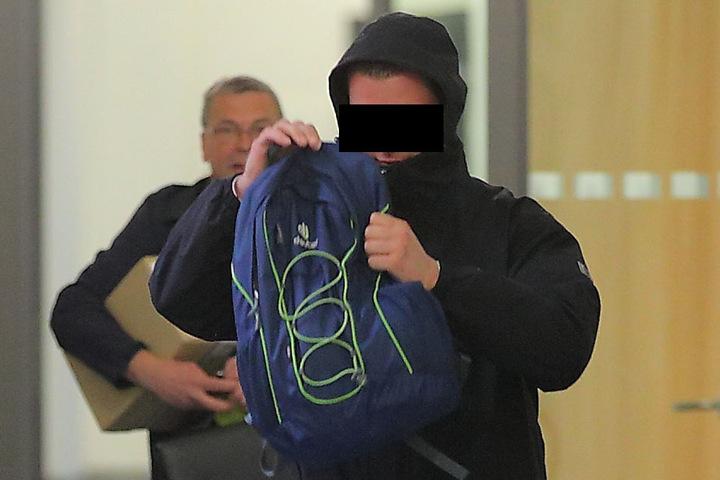 Marcel M. (30) kam vermummt ins Gericht, schwieg zu den Vorwürfen.