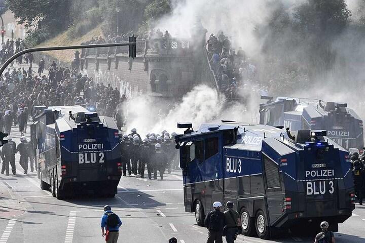 """""""Straßenschlacht"""" und """"Jagdszenen"""" war die Beschreibung der Lage von Reportern."""