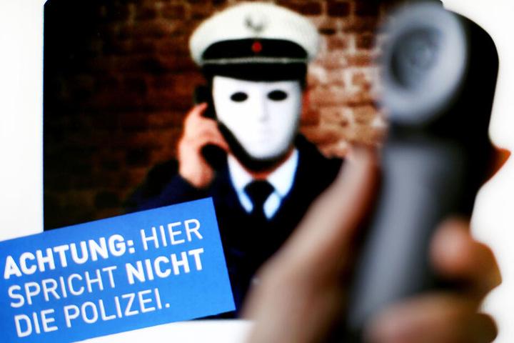 In den vergangenen Wochen hatte es in Thüringen vermehrt Vorfälle mit Betrügern gegeben, die sich am Telefon als Polizisten ausgaben und auf diese Weise versuchten, Geld oder andere Wertsachen zu erbeuten.