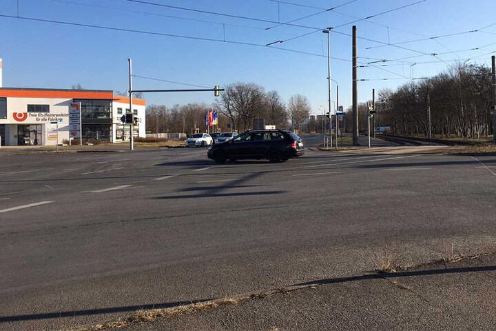 Die Kreuzung Lützner Straße/Kiewer Straße mit Blick in Richtung Baustelle. Hier sollen Auto- und Lkw-Fahrer