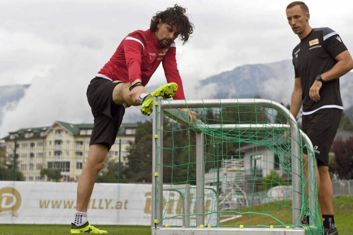 Subotic und Reha-Trainer Christopher Busse.
