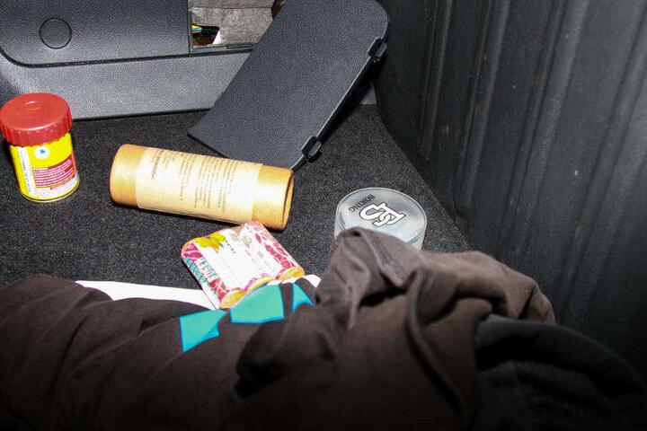 Unter anderem wurde in den durchsuchten Autos auch Pyrotechnik sichergestellt.
