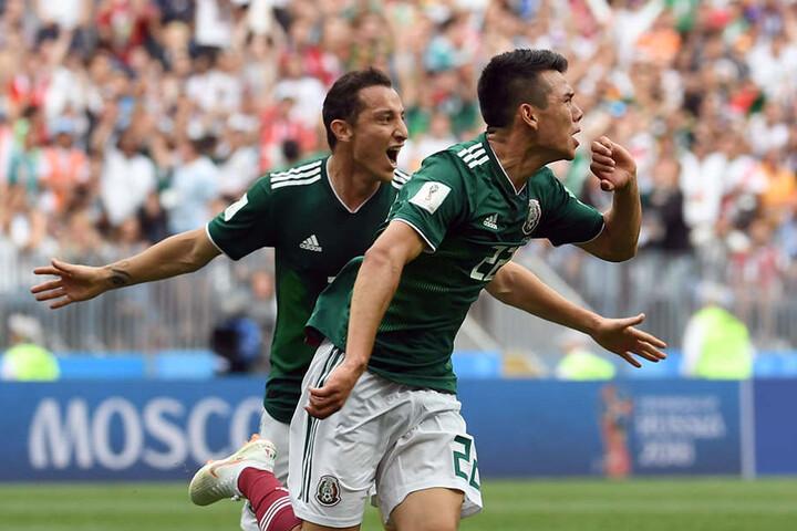 Hirving Lozano (vorne) und Andres Guardado (hinten) bejubeln die mexikanische Führung.