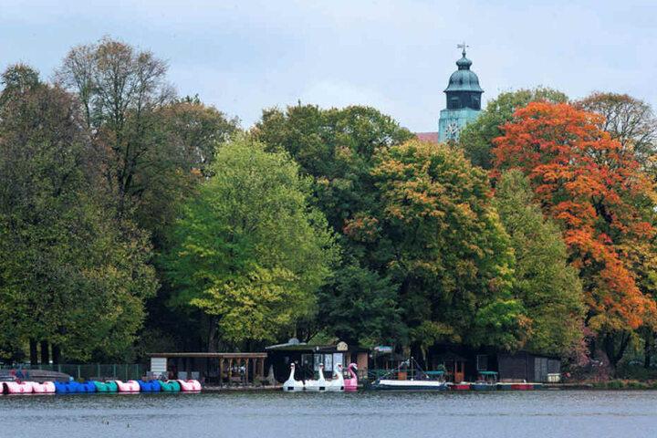 Vom Pavillon aus hat man einen herrlichen Blick über den Teich zur Gondelstation.
