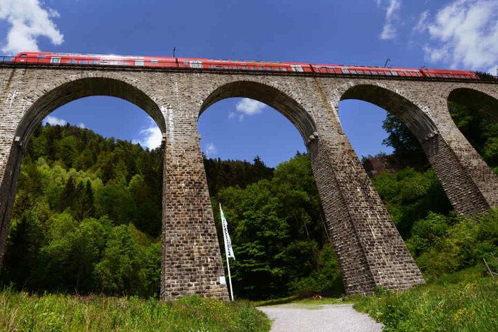 Die Ravennabrücke nahe Breitnau (Kreis Breisgau-Hochschwarzwald) ist Teil der Höllentalbahn.