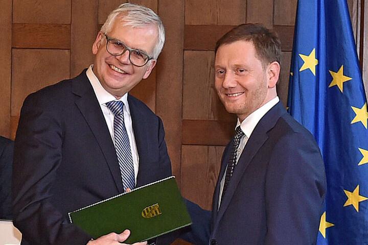 Im Dezember wurde Hartmut Vorjohann (56, CDU) von Ministerpräsident Michael Kretschmer (44, CDU, r.) zum Finanzminister ernannt.