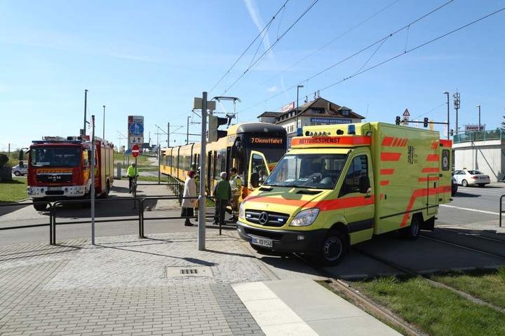 In Gompitz passte ein Taxifahrer offenbar nicht auf, daraufhin knallte die Straßenbahn in das Auto.