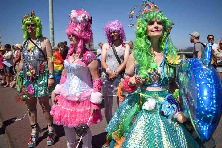 Viele Besucher verkleideten sich bunt beim CSD, der von Freitag bis Sonntag in Köln gefeiert wurde.