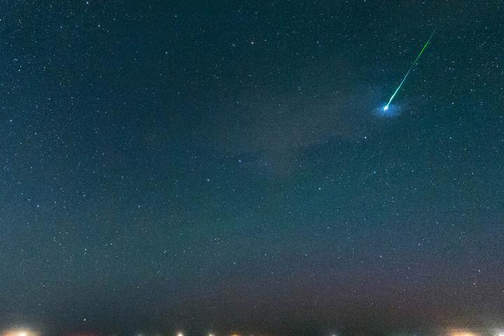 Sternschnuppen sollen am Himmel zu sehen sein.