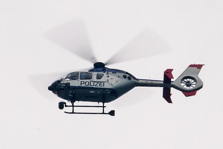 Ein Helikopter wurde zur Suche eingesetzt. (Symbolbild)