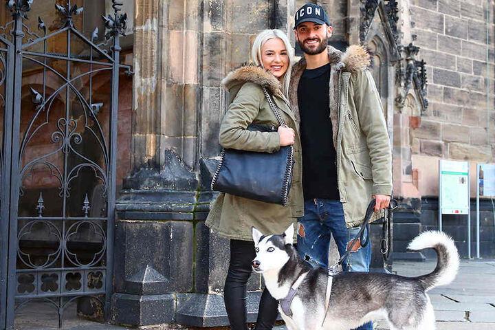 Drei Österreicher in Zwickau: Nico Antonitsch, Freundin Lisa Burgstaller und Husky-Wolf-Mischling Mafia fühlen sich hier pudelwohl.