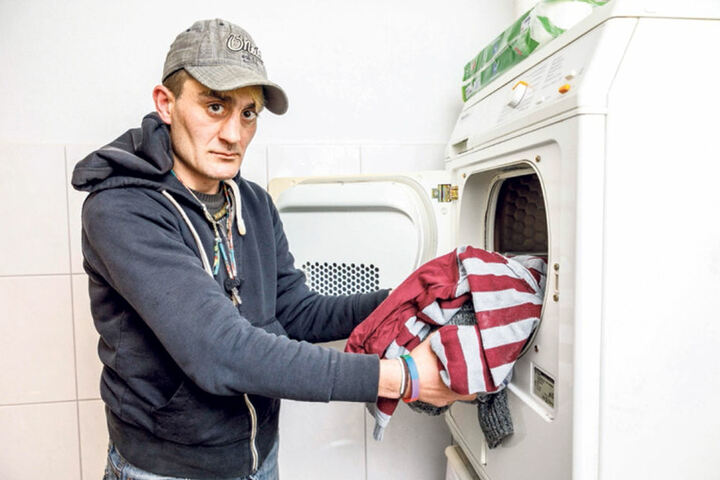 Einmal pro Woche wäscht Flo seine Klamotten.