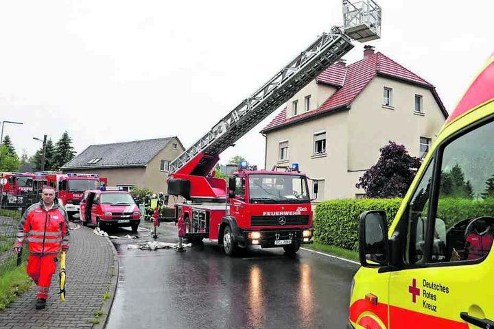 Vier Freiwillige Feuerwehren bekämpften den Wohnhausbrand in der Waldenburger Straße.