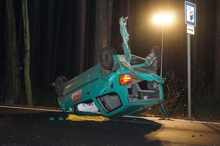 Am schlimmsten erwischte es einen Fahrer, der mit seinem Fahrzeug auf dem Dach landete.