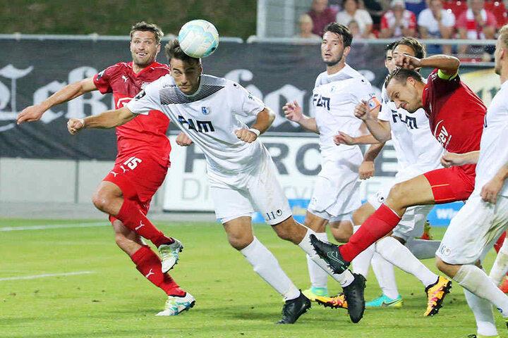 FCM-Christian Beck (2.v.l.) ist (fast) immer für einen Treffer gut. In der Partie gegen Zwickau traf er allerdings nicht.