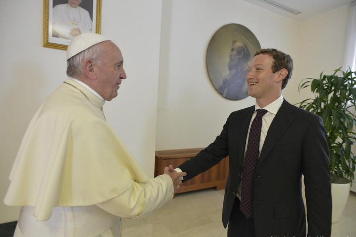 Papst Franziskus empfing Facebook-Chef Mark Zuckerberg am Montag bei einer Privataudienz in Rom.