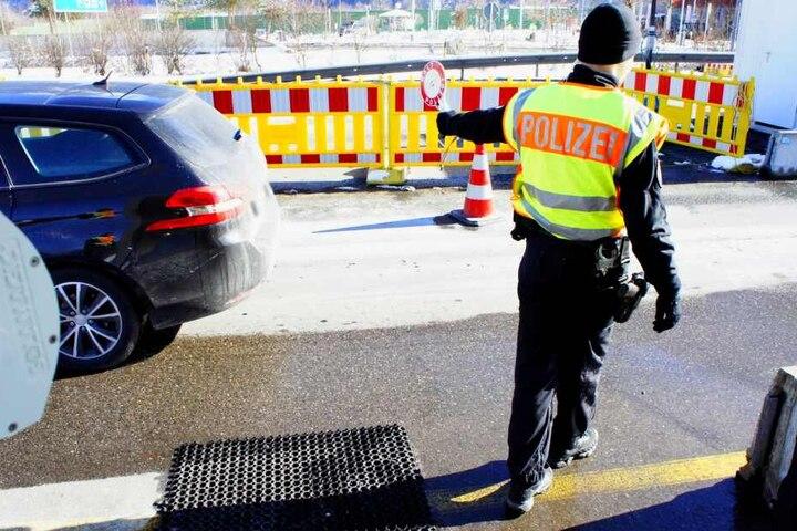 Immer mehr Migranten versuchen mit Fernreisebussen über die Grenze zu kommen. Die Polizei schaut hier genauer hin. (Archivbild)