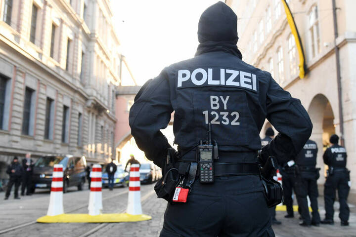 Die Polizei hat rund um den Bayerischen Hof eine Sicherheitszone eingerichtet.