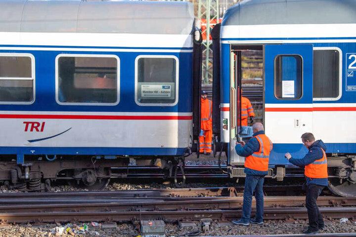 Warum der Regionalzug aus den Schienen sprang ist weiter unklar.