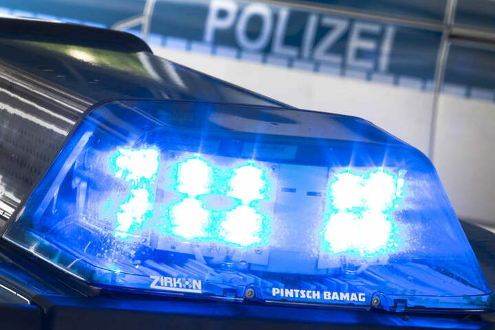 Die Polizei musste am Mittwochmorgen zu mehreren Glätte-Unfällen ausrücken (Symbolbild).