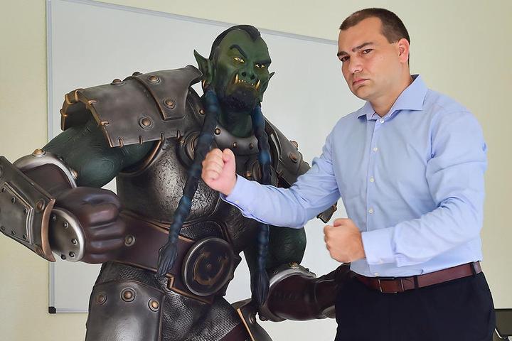 Angriff des Orks: Zwetan Letschew (39) muss sich gegen die Herren aus  Warcraft wehren.
