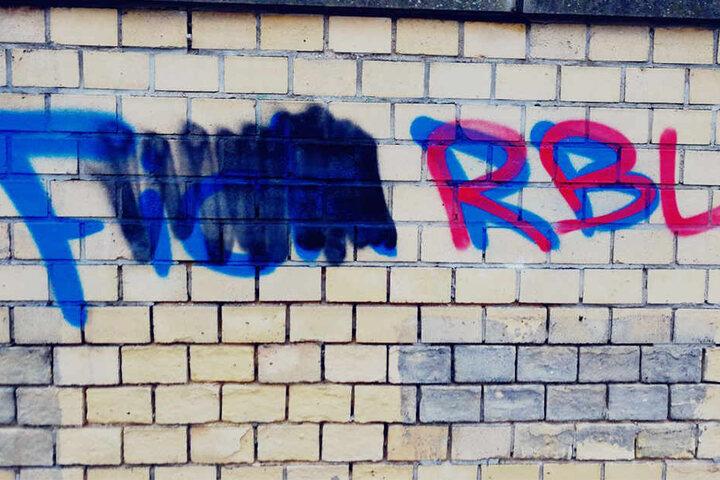 """""""Fuck RB"""" war vorher zu lesen."""