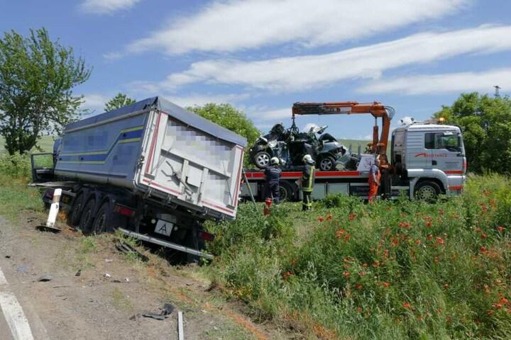Der Lkw-Fahrer wurde ebenfalls leicht verletzt.