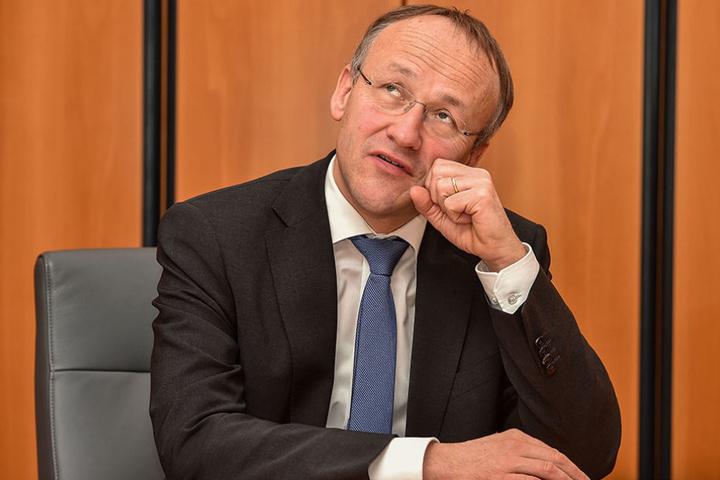 Der künftige Finanzbürgermeister Peter Lames (52, SPD) ist bei finanziellen  Fachfragen auf Hilfe angewiesen.