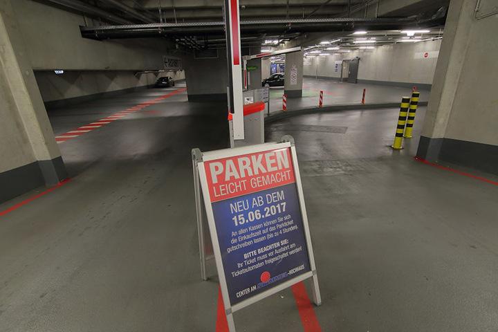 Jetzt kostet's: Ab Donnerstag müssen Autofahrer fürs Parken unterm Albertplatz blechen.