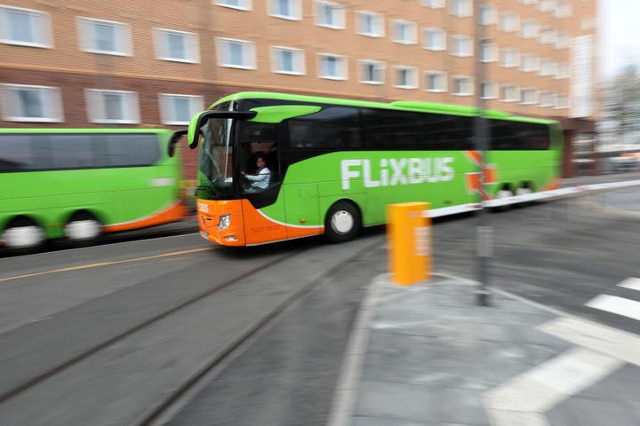 Am Fernbusbahnhof gibt es weder Warteräume noch Toiletten. (Symbolbild)